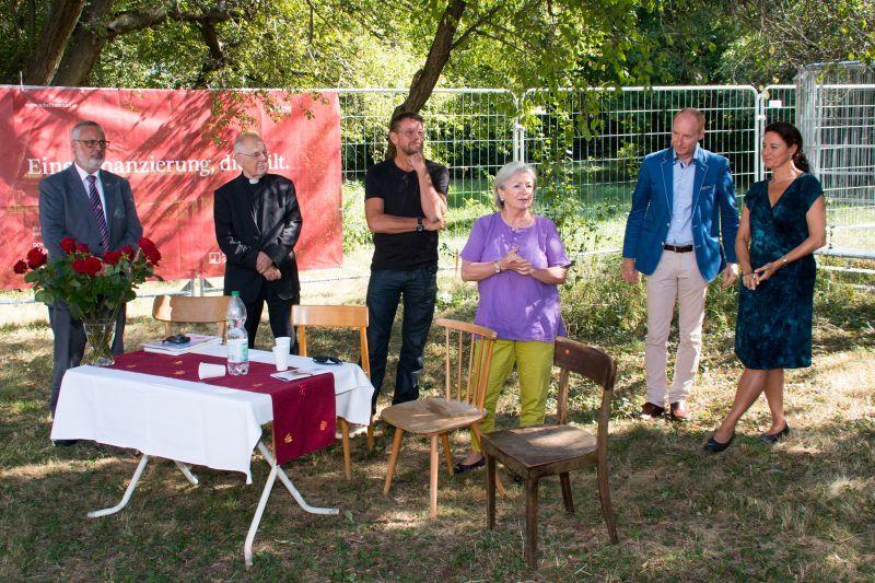 Obmann Pratl, Pfarrer Pucher, Architekt Hagner, Bezirksrätin Nemec-Glottler, Anwalt Riegler und Architektin Schartner (© Markus Kubicek)